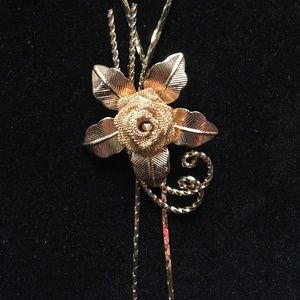 Must See!! Unique Gold Rose Neclace
